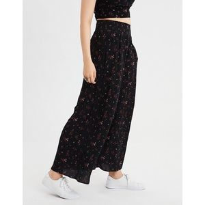 AEO Smocked Floral Pants NWT [Small]